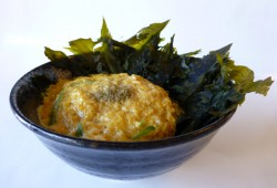 Ita-wakame don <br>(Dried seaweed and egg rice bowl)