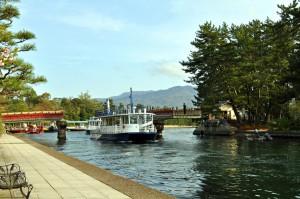 廻旋橋と観光船